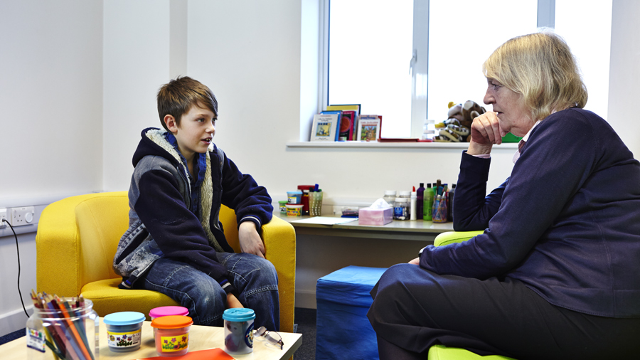 Boy talking to an NSPCC counsellor